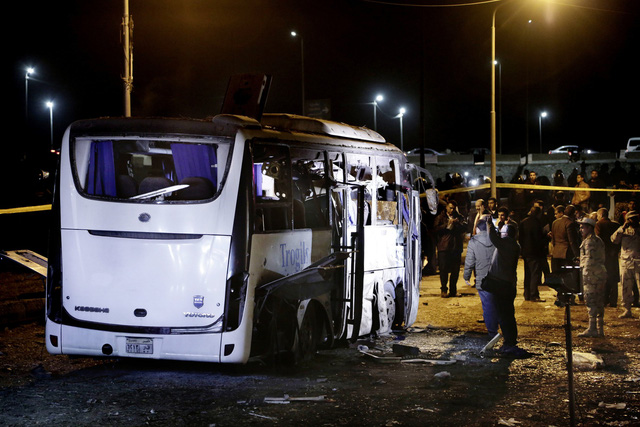 Hiện trường kinh hoàng vụ đánh bom ít nhất 4 người thiệt mạng ở Ai Cập - Ảnh 6.