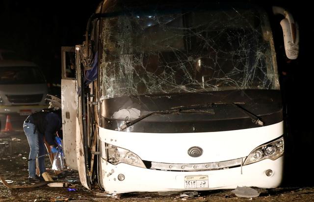 Hiện trường kinh hoàng vụ đánh bom ít nhất 4 người thiệt mạng ở Ai Cập - Ảnh 10.