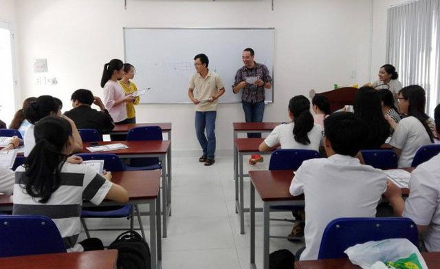 Sinh viên thiếu môi trường học tiếng Anh - Ảnh 1.
