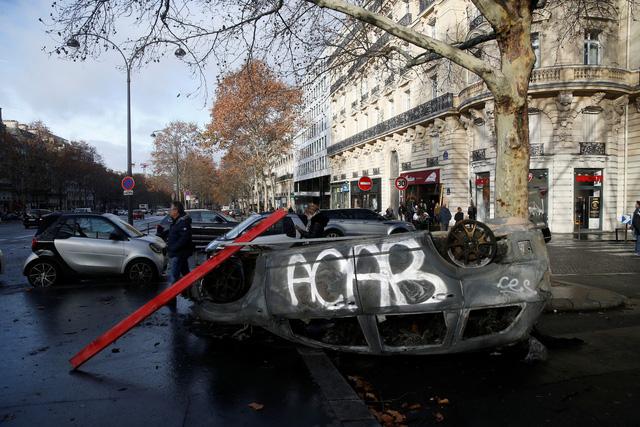 Biểu tình bạo loạn ở Pháp: 378 người bị tạm giữ, trong đó có 33 trẻ vị thành niên - Ảnh 1.