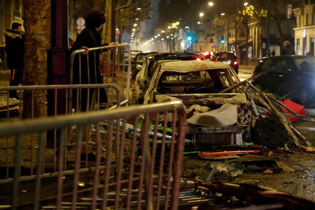 Biểu tình bạo loạn ở Pháp: 378 người bị tạm giữ, trong đó có 33 trẻ vị thành niên - Ảnh 6.