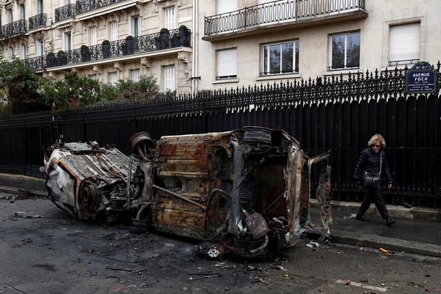 Biểu tình bạo loạn ở Pháp: 378 người bị tạm giữ, trong đó có 33 trẻ vị thành niên - Ảnh 5.