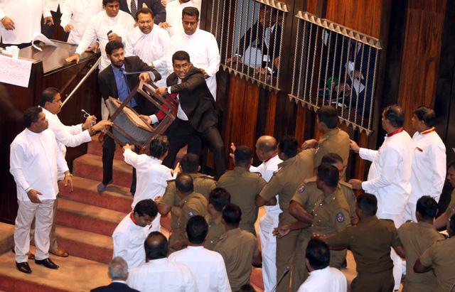 Lạ kỳ khủng hoảng chính trị ở Sri Lanka - Ảnh 1.