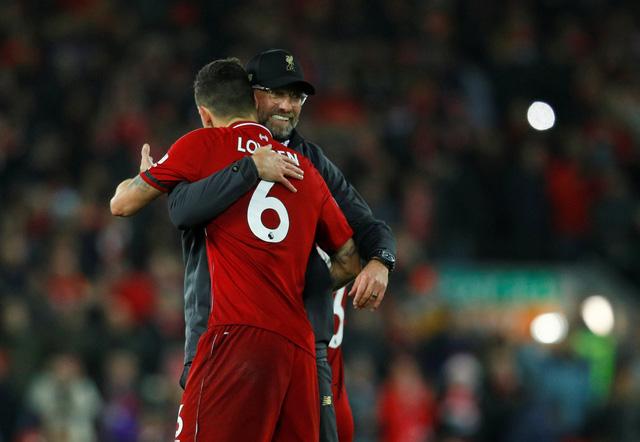 HLV Jurgen Klopp suýt khóc khi Salah nhường phạt đền cho đồng đội - Ảnh 1.