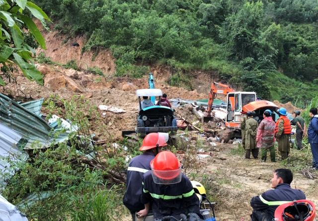 Sạt lở, nhà sập đè chết 3 người ở Khánh Hòa - Ảnh 1.