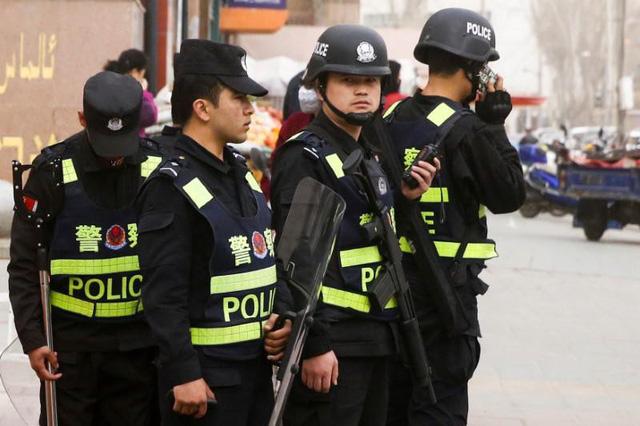 Cảnh sát Trung Quốc được miễn truy cứu khi làm nhiệm vụ - Ảnh 1.