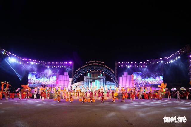 Biển người khai hội văn hóa du lịch xứ Đông lần đầu tổ chức tại Hải Dương - Ảnh 2.