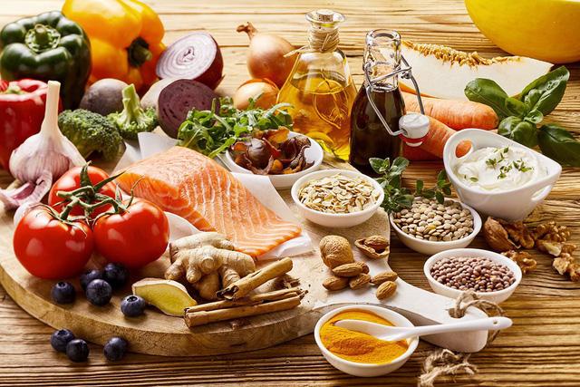 Những nguyên tắc dinh dưỡng vàng khi sử dụng thuốc hạ cholesterol máu - Ảnh 1.