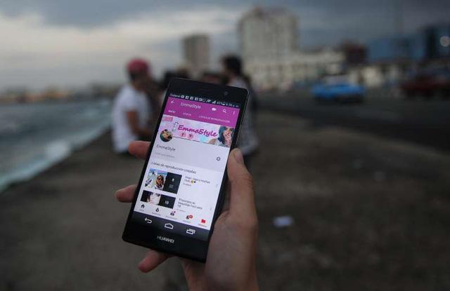 Cuba lần đầu cấp Internet 3G cho điện thoại di động - Ảnh 1.
