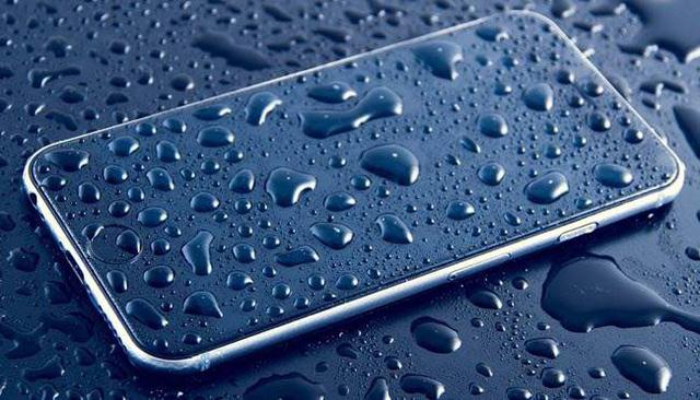 Làm thế nào để tự sửa smartphone bị ướt tại nhà? - Ảnh 1.