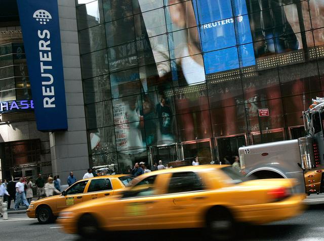 Hãng tin Reuters cắt 3.200 nhân viên để giảm chi phí - Ảnh 1.