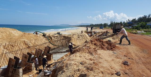 Kè biển đổ sập: thuê nhà thầu làm ẩu để... sửa chữa - Ảnh 3.