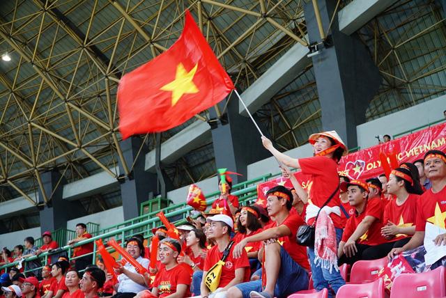 Chưa hết trận, tour đi Malaysia xem trận chung kết đã cháy - Ảnh 1.
