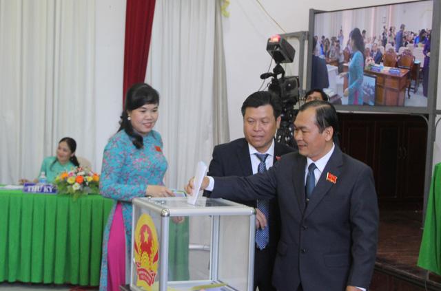 Chủ tịch, phó chủ tịch HĐND TP Cần Thơ đạt 53/53 phiếu tín nhiệm cao - Ảnh 1.