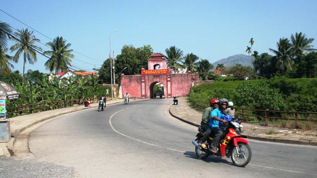 Thêm công trình, giảm dân cư trong thành cổ Diên Khánh - Ảnh 1.