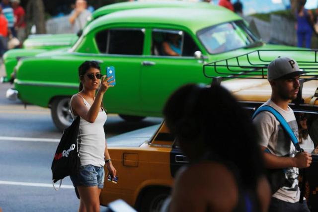 Người dân Cuba đã được dùng 3G nhưng giá còn quá cao - Ảnh 1.