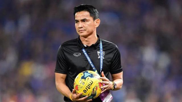 CĐV Thái Lan kêu gọi Kiatisak trở lại - Ảnh 1.
