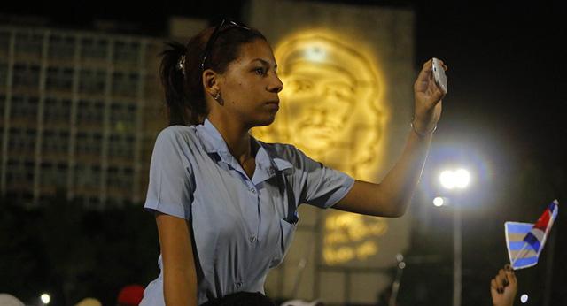 Hơn 11 triệu người dân Cuba chính thức được dùng mạng 3G - Ảnh 1.
