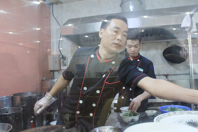 Đầu bếp đầu tiên mang phở ra Trường Sa - Ảnh 2.