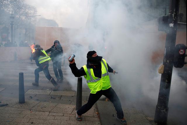 Lại biểu tình lớn ở Paris, bắt giữ hơn 700 người - Ảnh 4.