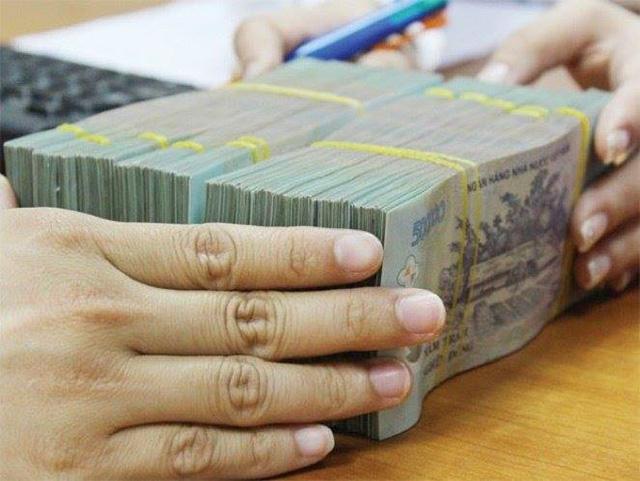 Nhiều ngân hàng cùng rao bán bất động sản để xử lý nợ xấu - Ảnh 1.
