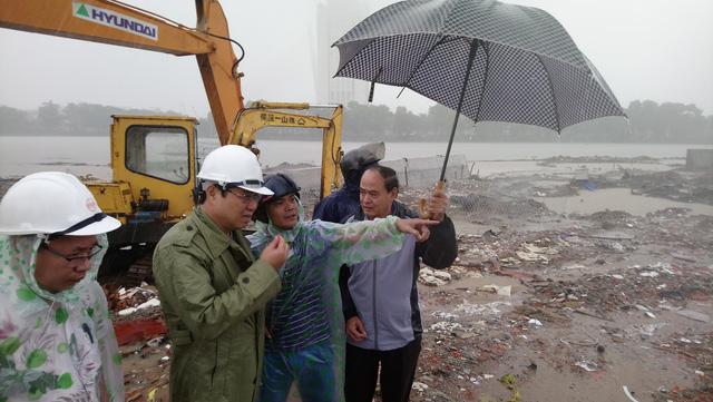 Mưa lớn kéo dài, Đà Nẵng tốc lực đào kênh thoát nước - Ảnh 4.