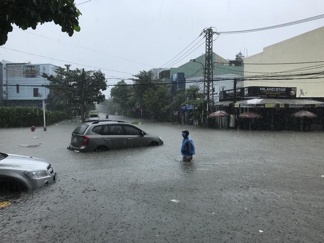 Ngày mai, 2 trường học ở Đà Nẵng nghỉ học vì ngập nặng - Ảnh 1.