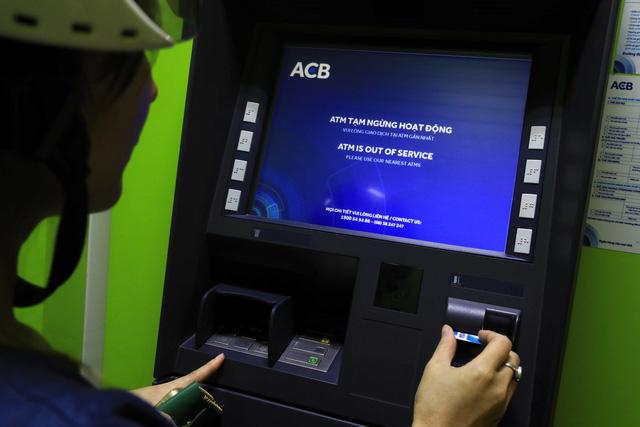 ATM tại TP.HCM kẹt trên diện rộng - Ảnh 2.