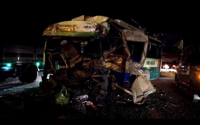 Tai nạn liên hoàn trên quốc lộ 20, 1 người chết, 6 người cấp cứu - Ảnh 1.