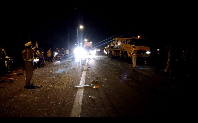 Tai nạn liên hoàn trên quốc lộ 20, 1 người chết, 6 người cấp cứu - Ảnh 2.