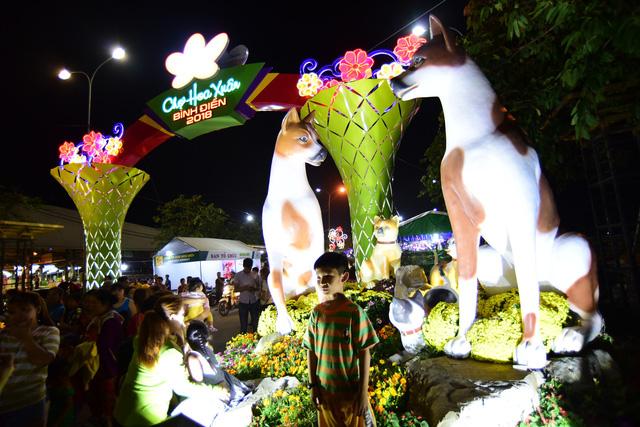 Sài Gòn khai mạc chợ hoa xuân Bình Điền - Ảnh 3.