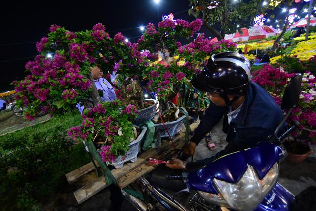 Sài Gòn khai mạc chợ hoa xuân Bình Điền - Ảnh 5.