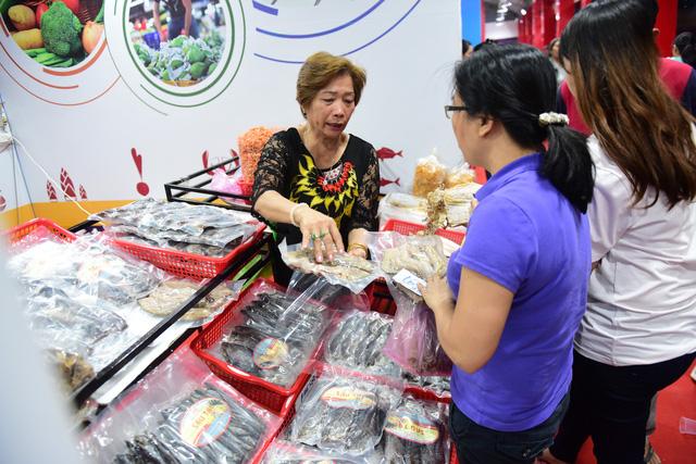 Sài Gòn khai mạc chợ hoa xuân Bình Điền - Ảnh 7.