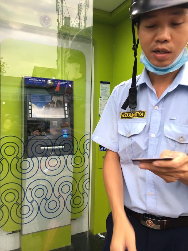 Bở hơi tai rút tiền ATM cận Tết - Ảnh 1.