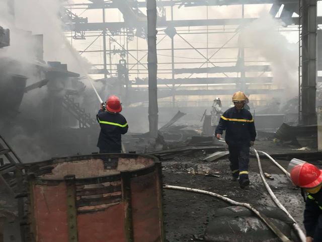 Nổ ở nhà máy luyện thép, hai công nhân nguy kịch - Ảnh 1.