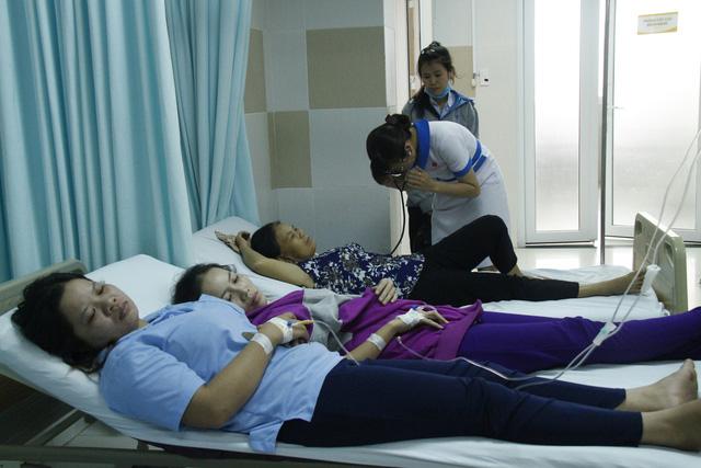 Hàng trăm công nhân nghi ngộ độc thực phẩm trước ngày nghỉ tết - Ảnh 3.