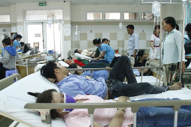 Hàng trăm công nhân nghi ngộ độc thực phẩm trước ngày nghỉ tết - Ảnh 1.