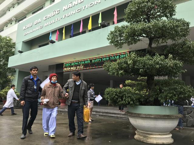 Đà Nẵng: Bệnh viện chở bệnh nhân về quê đón tết - ảnh 1