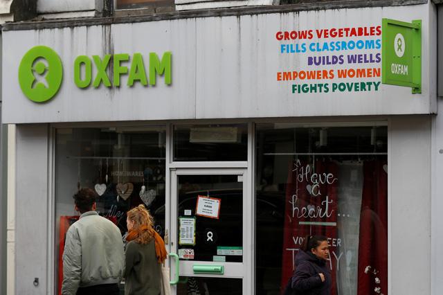 Oxfam chịu tai tiếng vì bê bối tình dục của nhân viên - Ảnh 1.