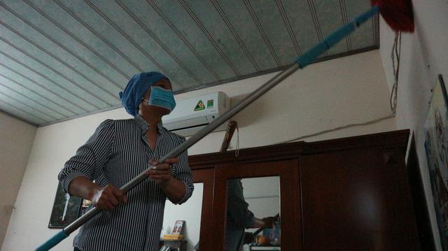 Sinh viên đánh vật trong cuộc chiến dọn nhà - Ảnh 1.