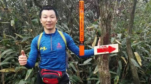 'Ngán' xe cộ, người đàn ông chạy bộ 211km về quê ăn tết - Ảnh 1.
