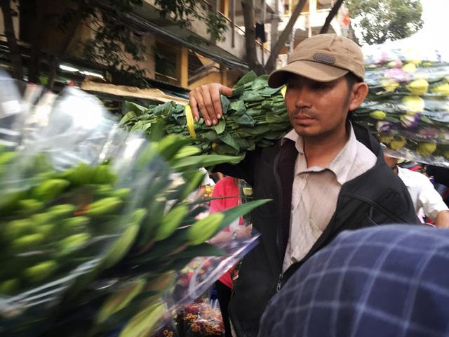 Chợ hoa sỉ lớn nhất Sài Gòn vỡ trận - Ảnh 4.