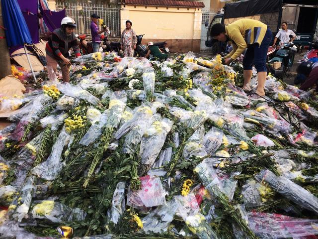 Chợ hoa sỉ lớn nhất Sài Gòn vỡ trận - Ảnh 3.