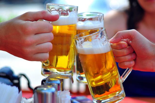 Việt Nam lên hạng rất nhanh trên bảng xếp hạng uống nhiều rượu bia - Ảnh 1.