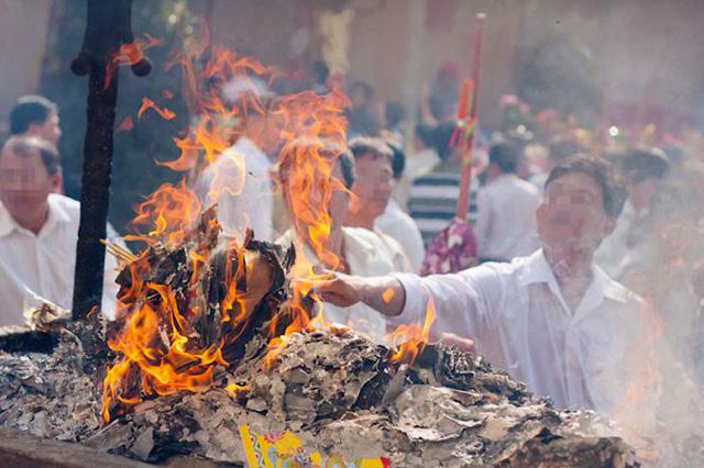 Giáo hội Phật giáo Việt Nam đề nghị bỏ tục đốt vàng mã - Ảnh 1.