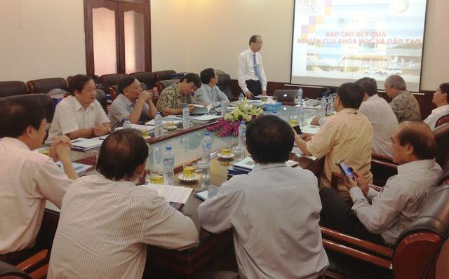 Một cuộc họp của hội đồng chức danh GS nhà nước liên ngành nông nghiệp - lâm nghiệp - Ảnh: HĐCDGSNN