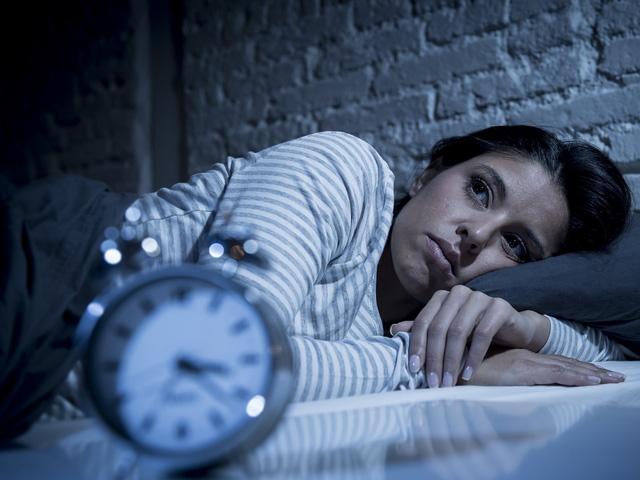 Ngủ không ngon giấc ảnh hưởng thế nào đến não? - Ảnh 1.