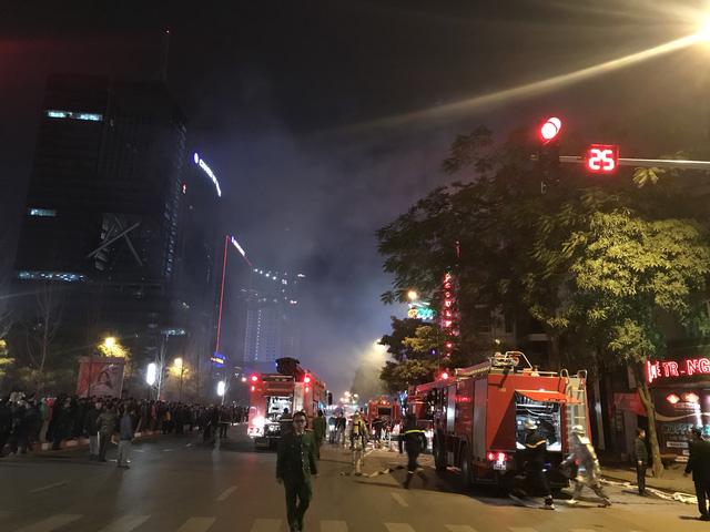 Nhà 5 tầng bốc cháy trong đêm - Ảnh 5.