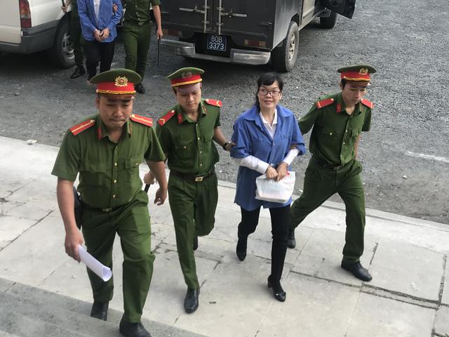 Huyền Như lại hầu tòa trong vụ lừa đảo 1.085 tỉ đồng - Ảnh 1.