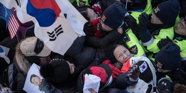 Cả trăm nhân viên bất ngờ ngã bệnh trước Olympic mùa đông - Ảnh 2.